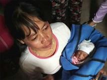 Nhân chứng kể lại giây phút cứu bé sơ sinh nguyên dây rốn bị giấu trong hầm nhà vệ sinh