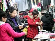 Hà Nội lạnh nhất từ đầu đông: Chị em ùn ùn kéo đi mua găng tay, khăn, áo chống rét