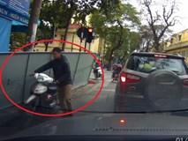 Hành động tử tế của tài xế khi bị người chở hàng làm xước ôtô