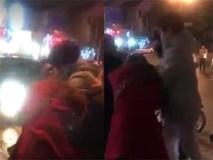 Xôn xao clip chồng túm tóc vợ lôi ra khỏi taxi vì đi với đàn ông Hàn Quốc, bỏ mặc con ốm ở nhà