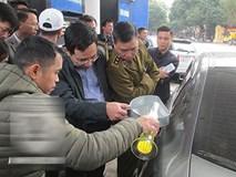 """Petrolimex được """"giải oan"""", khách hàng công nhận bình xăng ôtô 70l """"ních"""" được 81,9l"""