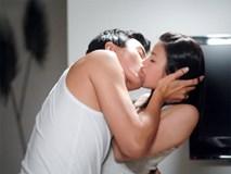Mẹ chồng bắt quả tang con dâu giấu người tình trong tủ quần áo