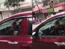 Clip: Nữ tài xế biểu diễn tuyệt kỹ tay cầm bát đũa tay vần vô lăng trên phố Hà Nội