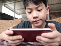 Trẻ em ngày nay quá lệ thuộc vào smartphone
