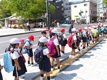 Mẹ Mỹ tiết lộ lý do vì sao trẻ em Nhật không bao giờ bị bố mẹ quát mắng ở nơi công cộng