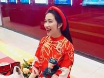 Mở sạp bán áo đồng phục FC, Hòa Minzy lập tức đòi về khi bán được ... 1 cái