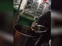 Nhà hàng nổi tiếng tái sử dụng một thùng nước lẩu, khách ăn không hết thì đổ vào rồi múc ra cho khách mới