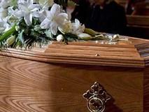 Người mẹ đã chết 10 ngày bỗng sinh con trong quan tài