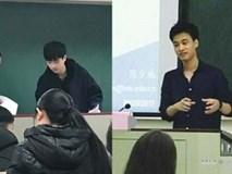 Thầy giáo trông thi khiến nữ sinh chú ý vì đẹp trai như tài tử