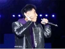 Đang trình diễn, Sơn Tùng M-TP bất ngờ hô vang 'Việt Nam' ăn mừng chiến thắng của U23