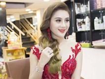 Lấy chồng điển trai, Lâm Khánh Chi trẻ đẹp như gái 18 khoe ngực đầy