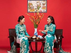 Văn Mai Hương khoe mẹ ruột trẻ trung, xinh đẹp trong bộ ảnh Tết