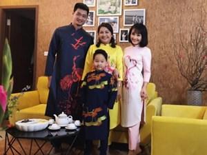 Bảo Thanh cùng chồng con diện áo dài chuẩn bị đón Tết