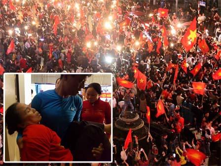 U23 VN hạ U23 Qatar: Mẹ trung vệ Tiến Dũng ngất xỉu, người dân vỡ òa ra đường ăn mừng