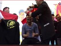 CĐV xuống tóc ăn mừng ngay sau khi U23 Việt Nam thắng U23 Qatar