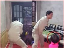 Con gái 'ngơ ngác' khi chứng kiến bố đập tan chiếc xe yêu quý vì ăn mừng chiến thắng U23 Việt Nam