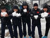 Loạt hotboy của U23 Việt Nam khoe clip nghịch tuyết cực đáng yêu ở Trung Quốc