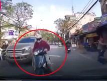 Hà Nội: Xuất hiện ninja nam đi xe Lead có kỹ năng ú òa không thua gì chị em phái nữ