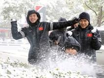 Clip: Cận cảnh tuyết rơi dày trước trận chung kết U23 Việt Nam - U23 Uzbekistan
