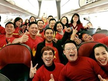 Clip: Bình Minh và dàn sao Việt hào hứng bay sang Trung Quốc lúc 4 giờ sáng để kịp cổ vũ U23 Việt Nam