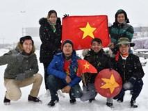 CĐV Việt Nam lội mưa tuyết trắng xóa, tới sân cổ vũ thầy trò HLV Park Hang Seo