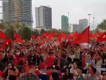Cổ động viên Đà Nẵng hát vang 'Nối vòng tay lớn' sau bàn gỡ hòa của Quang Hải