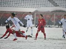 Vì sao U23 Uzbekistan mặc áo trắng trong trời mưa tuyết?