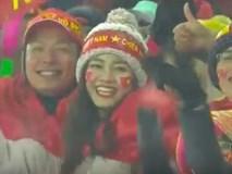 Bình Minh và Á hậu Thanh Tú rạng rỡ trên hàng ghế cổ động viên, hào hứng cổ vũ U23 Việt Nam
