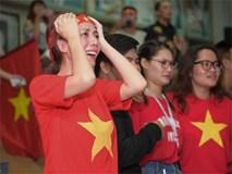 Nghệ sĩ Việt khóc, chết lặng khi U23 Việt Nam thua ở phút 119