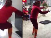 Khi các bà mẹ xem đá bóng: Đập hẳn tivi để ăn mừng U23 Việt Nam gỡ hòa
