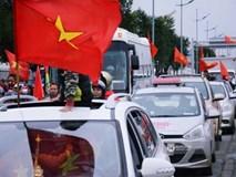 Người hâm mộ đổ xô chào đón đội tuyển U23 Việt Nam, đường đến sân bay Nội Bài ùn tắc nghiêm trọng hàng km