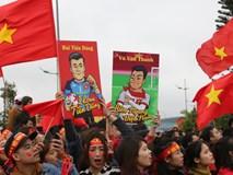 Rực rỡ biển cờ trong ngày U23 Việt Nam trở về
