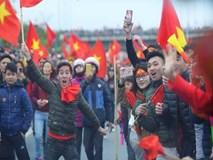 Hàng chục nghìn người 'thắp lửa' SVĐ Mỹ Đình chào đón U23 Việt Nam