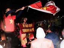 Cười vỡ bụng với nghìn lẻ một khẩu hiệu cổ vũ U23 Việt Nam cực ấn tượng của cổ động viên cả nước