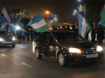 Clip: Hàng nghìn người dân Uzbekistan đội mưa tuyết -11 độ, hò reo chào đón những người hùng U23 về nước