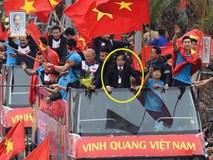 Ông Nguyễn Lân Trung không được phân công lên xe buýt diễu hành