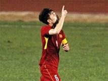 Vì sao mỗi lần ghi bàn thắng, 'đội trưởng mắt hí' Lương Xuân Trường lại chỉ tay lên trời?