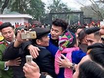 Anh em thủ môn Tiến Dũng trong vòng tay bố mẹ ở Thanh Hóa