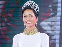 Không váy áo lộng lẫy, H'Hen Niê tích cực mặc áo dài sau khi đăng quang