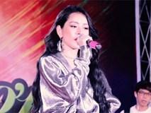 Bị khán giả nghi ngờ hát nhép, Chi Pu dùng tuyệt chiêu chữa cháy... tắt âm thanh
