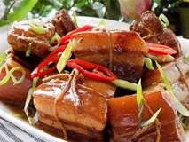 Thịt kho Đông Pha nóng hổi, mềm tan trong miệng