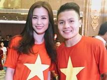 Đông Nhi hào hứng hội ngộ HLV Park Hang Seo và cầu thủ Quang Hải tại sự kiện chào mừng
