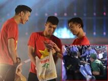 Cổ động viên ngất trong gala vinh danh U23 Việt Nam tại sân Thống Nhất