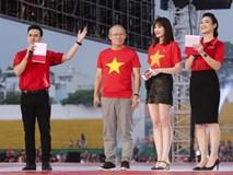 HLV Park Hang-seo rơi nước mắt khi nghe ca khúc truyền thống Hàn Quốc ngay tại Việt Nam