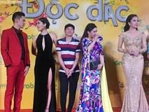 Hoài Linh mặc áo thun mang dép lê 'lạc lõng' giữa sự kiện