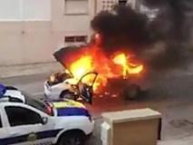 Clip: Xe hơi bốc cháy trượt dài trên đường