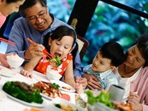 Cách xử lý ngộ độc thực phẩm tại nhà trong ngày Tết