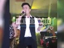 Dương Triệu Vũ bức xúc vì bị fan nữ sàm sỡ vùng kín khi đang biểu diễn trên sân khấu