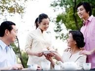 """Sốc khi năm đầu về làm dâu, mẹ chồng tuyên bố: """"Tết mỗi cặp vợ chồng đưa mẹ 20 triệu"""""""