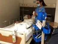 Thủ môn đội tuyển Việt Nam gãy tay được phẫu thuật tại Singapore